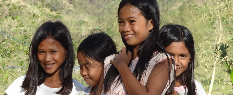 Four girls in the province of Antique, Philippines. (Source: Stefani Geich-Grimbel)