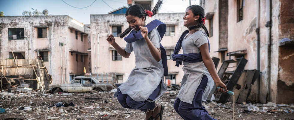 Happy girls playing in destroyed city district in India. (Source: KNH, Angelika Boehling)