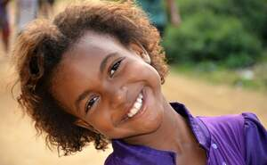 A smiling girl from one of our projects in Brazil. (Source: Kindernothilfe)