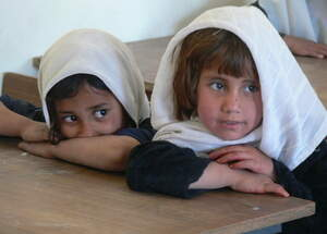 Two Afghan girls sitting in school. (Source: Jörg Denker)