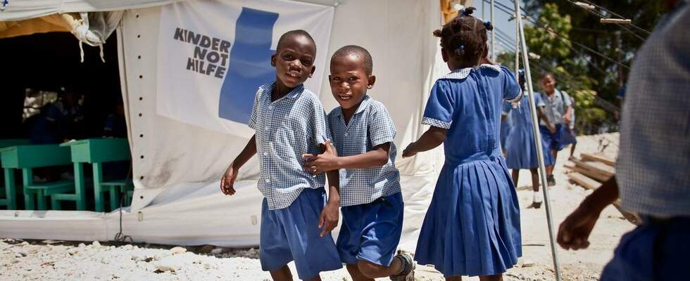Haitian kids playing in front of a children's center. (Source: Jakob Studnar)